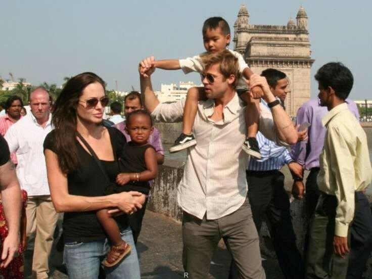 Трехногих Джоли иПитта реализуют наeBay