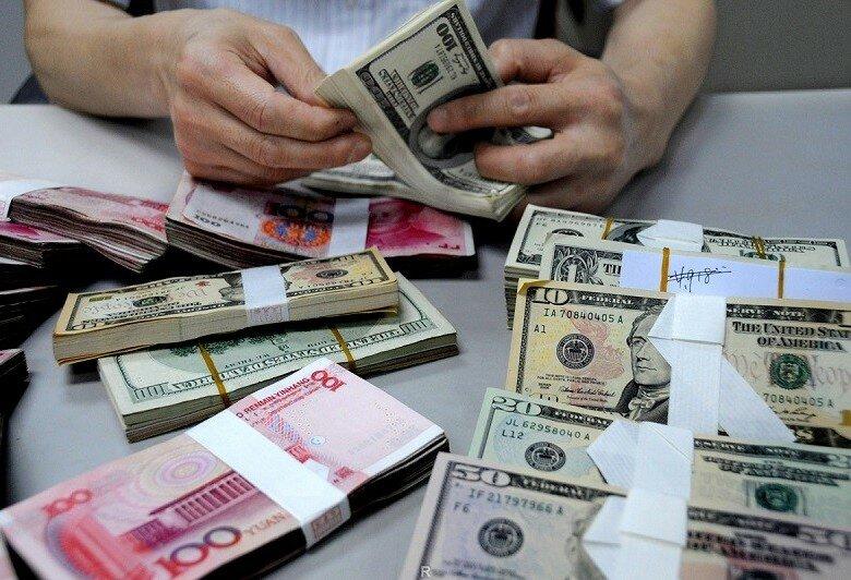 Курс евро упал ниже 70 руб. впервый раз сиюля